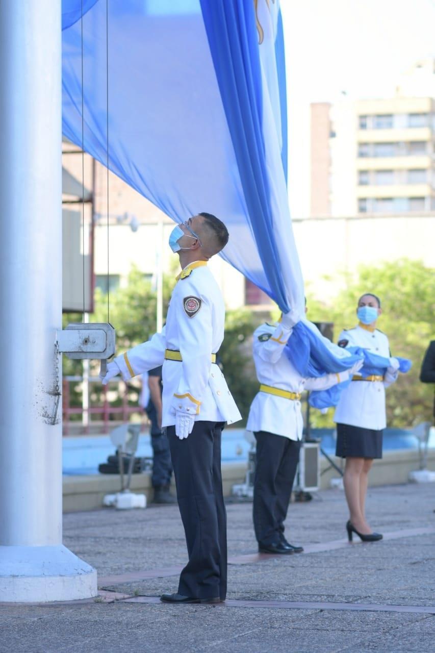 DÍA DE LA POLICÍA: IZAMIENTO DEL PABELLÓN NACIONAL