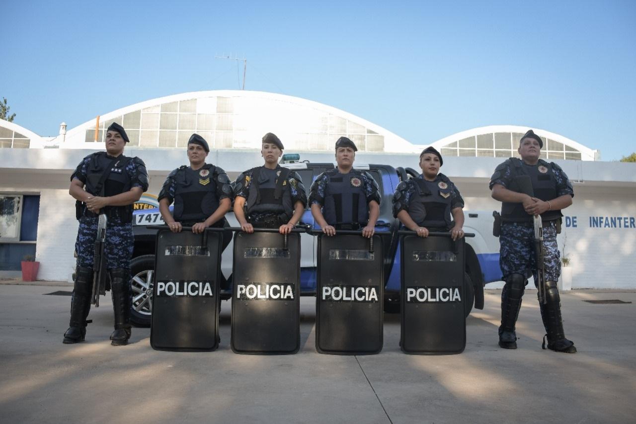 1º CURSO DE CAPACITACIÓN A PERSONAL FEMENINO PARA INTEGRAR GRUPOS ESPECIALES