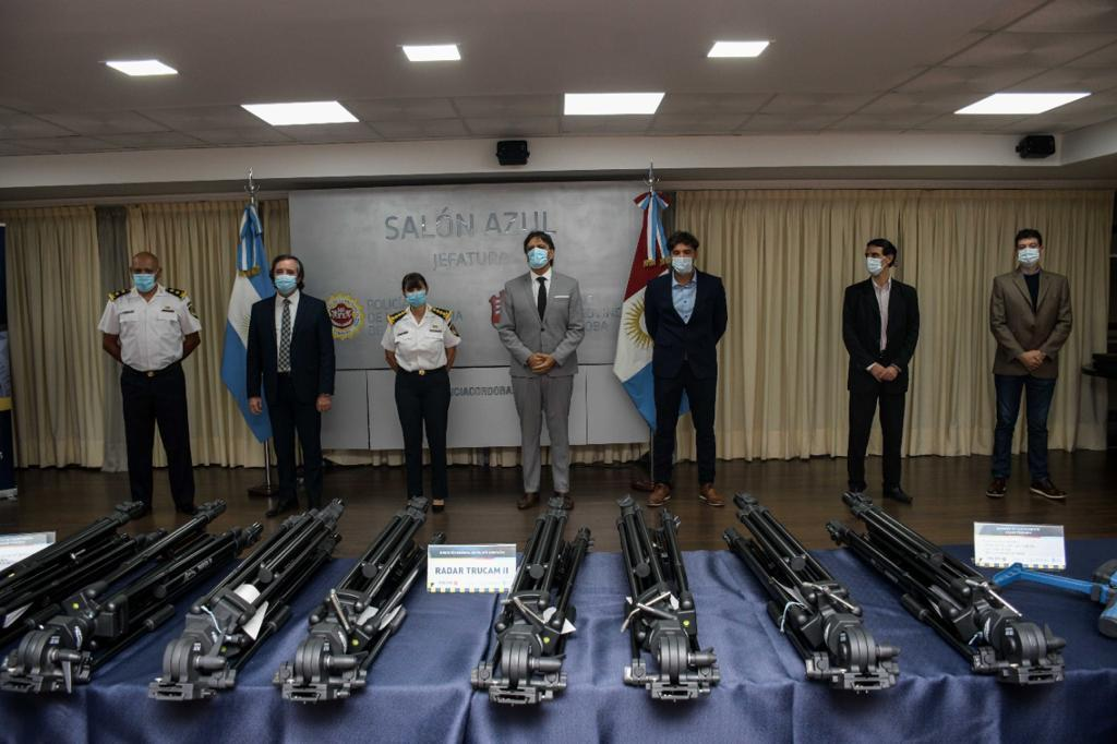 Entrega de cinemómetros para Policía Caminera